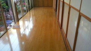 縁側の床をまし張りしました、高級床材張りました