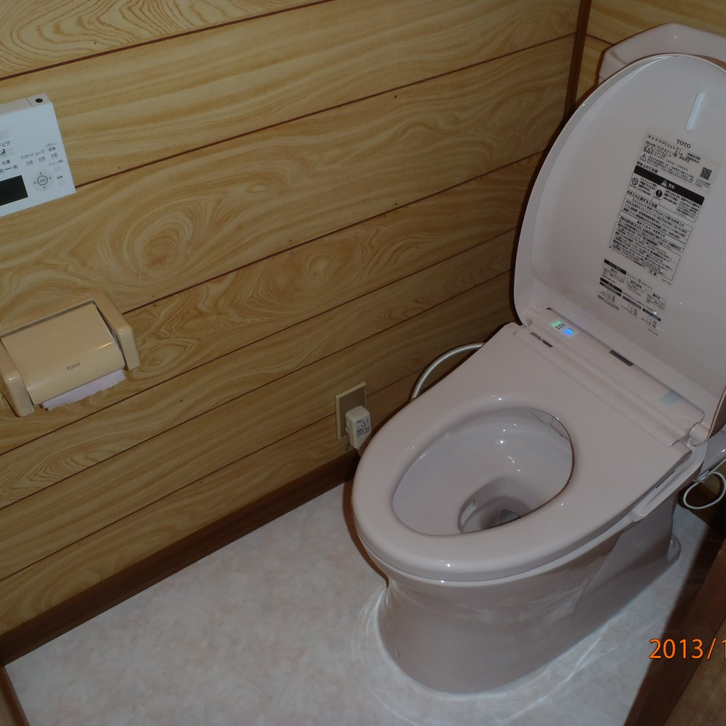 節水トイレに取り替え床も張り替え
