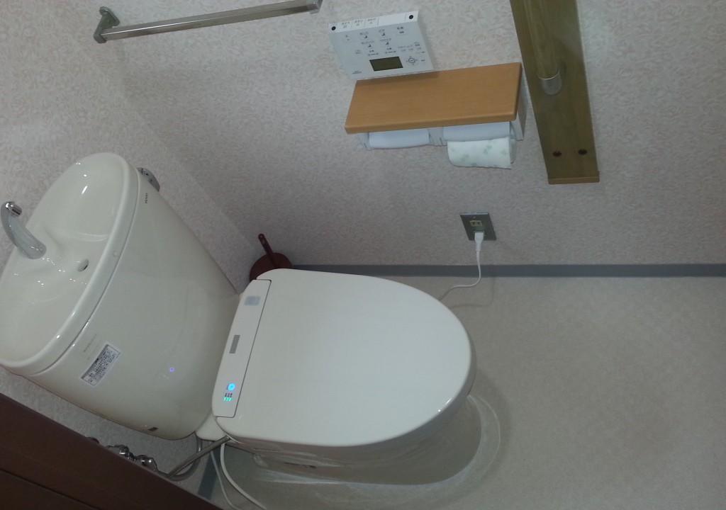 トイレ取り替え、節水タイプ 手すり取り付け